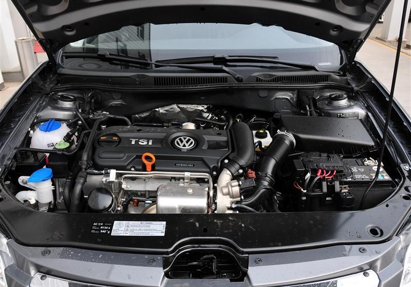 大众宝来 _一汽-大众 宝来 2012款 1.4t 手动舒适型--发动机舱图片