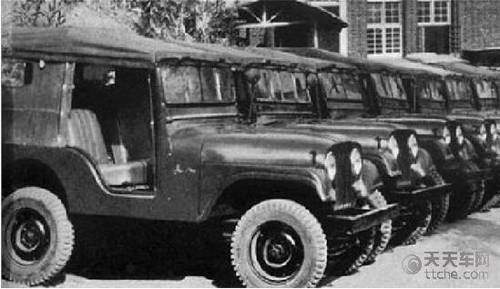 【图为长安汽车在上世纪50年代生产的中国第一台越野车长江牌46型